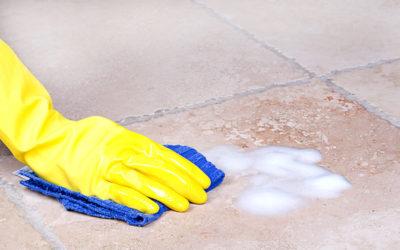 Lavaggio manuale dei pavimenti: modalità e fattori di rischio